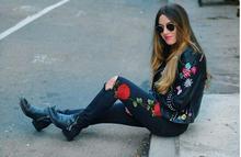 Оптовая 2017 женщин вышивка Тонкий женские ноги вышитые джинсы pure black колени носить ковбойские