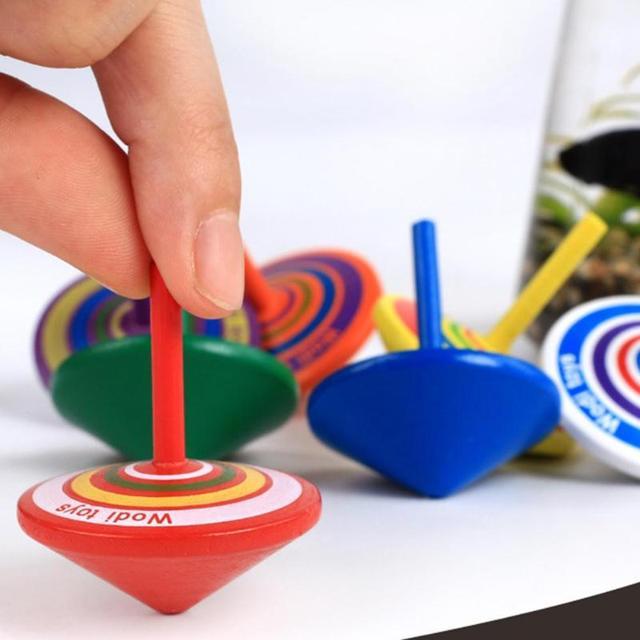 Juguete de madera divertido Gyro colorido Beyblade explosión juguete Spinning Top con 8 tarjetas de dibujo clásico juguete interesante para regalo de niños