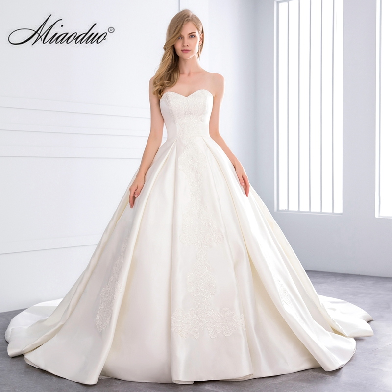 5a1eabce5a6 Miaoduo 2018 Sweetheart Ball Gown Satin Wedding Dress Pearls Lace Appliques Vestido  De Novias Princess Luxury