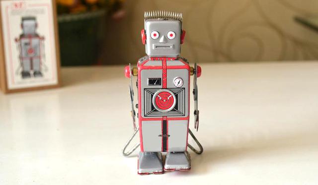 Hojalata reloj Retro juguetes estaño reloj clásico pequeño Robot colección