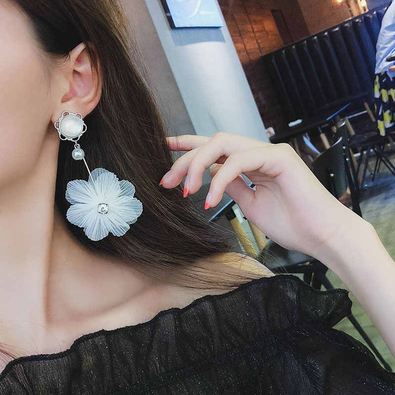 2018 New Hot Fashion White Gothic Lace Earrings Brincos Statement Flower Simulated Pearl Crystal Drop Earrings For Women Jewelry