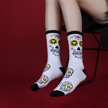 IMINCN 1Pair Original Design Young People Hiphop Skull Cotton Dance Street High Fashion Black White Sock 1