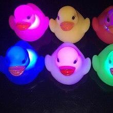 Светодиодный светильник, напиток, плавание в воде, детская игрушка, мини маленький Желтая резиновая утка, развивающие игрушки для детей