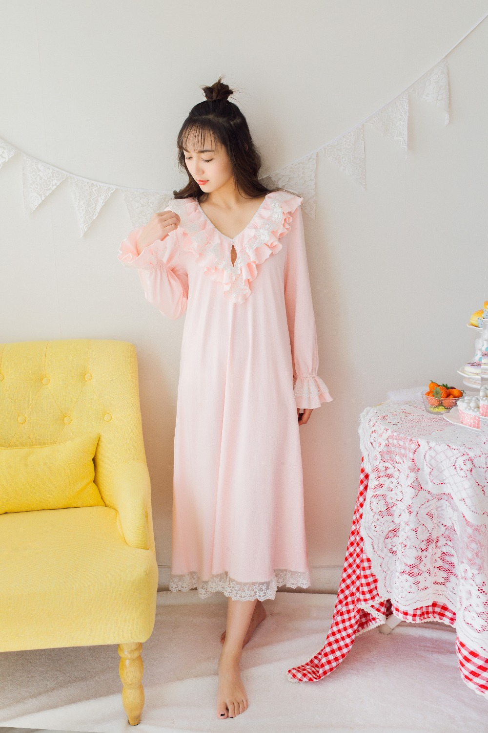 Free Shipping 2017 New Spring Princess Women s Long Nightgown Cotton and Lace Nihgtshirt Pink and