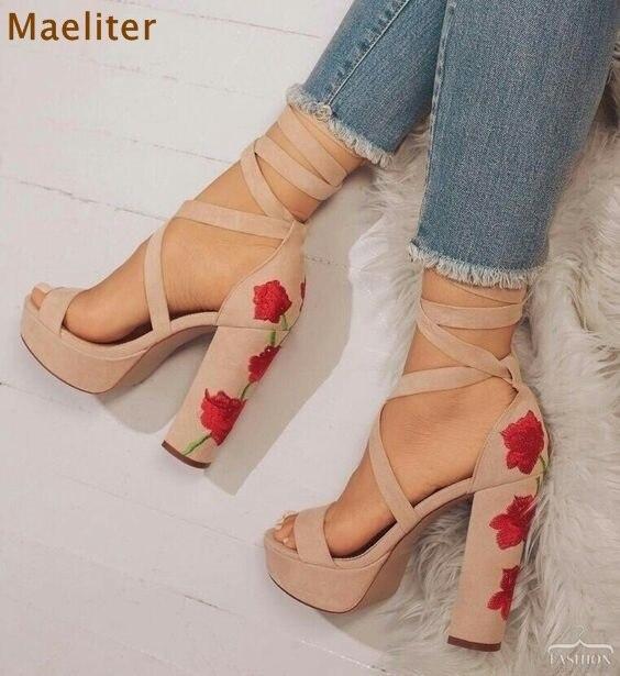 Best selling desnuda negro Suede cuero strappy Zapatos exquisito bordado Tacones  Sandalias grueso tacón alto boda 164748a334b0