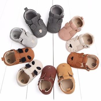 Miękkie buciki dziecięce z klamerką i z motywem zwierzęcym