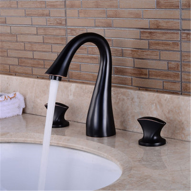Widespread Basin Faucets  Deck Mounted Bathroom Sink Faucets 3 Hole Double Handle Hot & Cold Water Tap La cuenca del grifoWidespread Basin Faucets  Deck Mounted Bathroom Sink Faucets 3 Hole Double Handle Hot & Cold Water Tap La cuenca del grifo