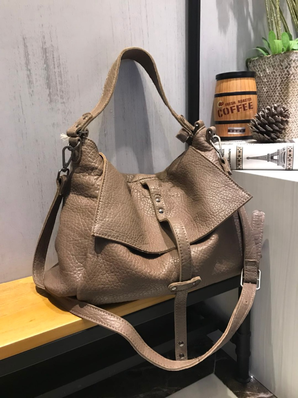 Vendange original fashion shoulder bag handmade genuine leather bag lager capacity crossbody bag 2499Vendange original fashion shoulder bag handmade genuine leather bag lager capacity crossbody bag 2499