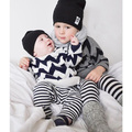 2016 nueva primavera otoño bebé niñas niños de una ola cuello corte equipo de punto suéter del suéter suéter de los niños del cabrito blanco gris