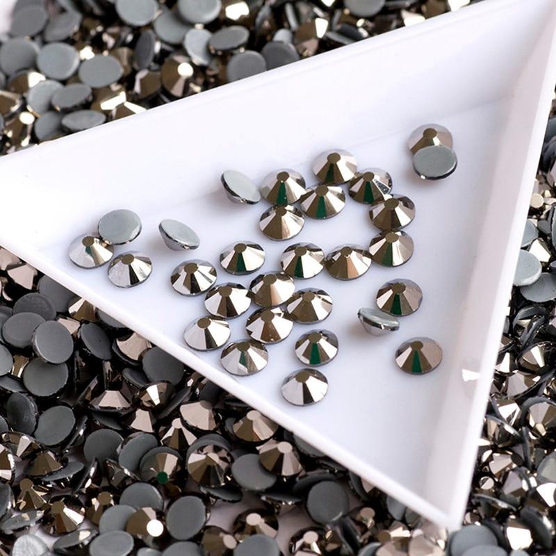 2058HF Různé velikosti Jet Hematite Hot Fix kamínky pro oblečení Krystaly Flatback Strass DIY Boty