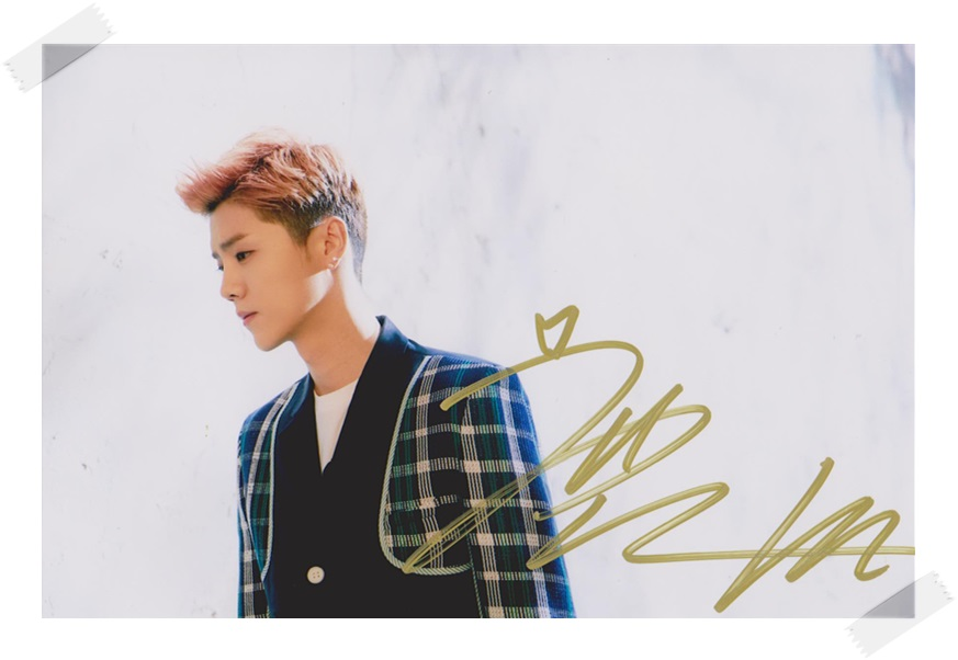 Luhan LU HAN autographed original  photo 4*6 inches collection freeshipping 03.2017 signed lu han luhan autographed photo 6 inches freeshipping 4 versions 082017 b