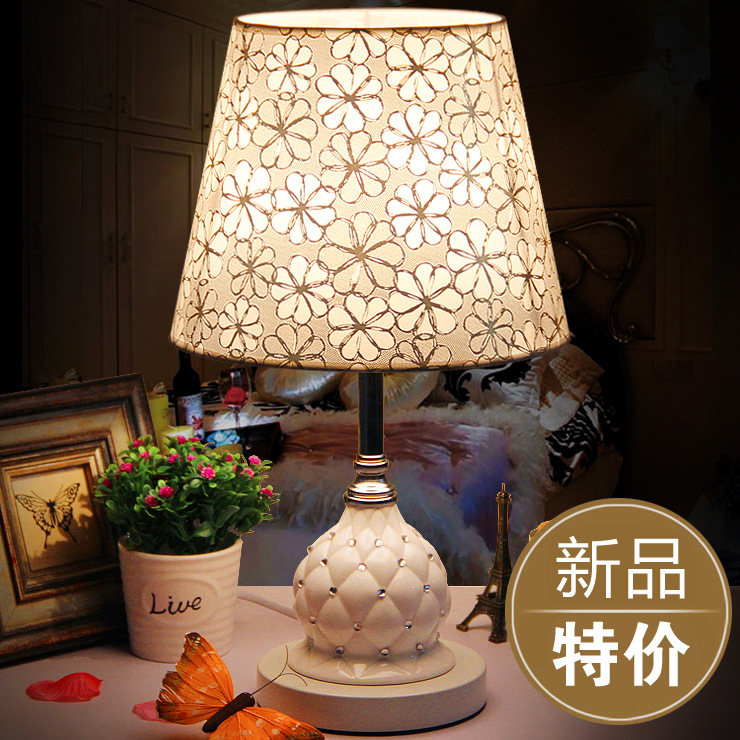 European ceramic table lamp bedroom bedside lamp modern minimalist fashion dimming wedding LED decoration creative personality bedroom bedside lamp rose red wedding wedding room warm aromatherapy table lamp plug creative european dimming
