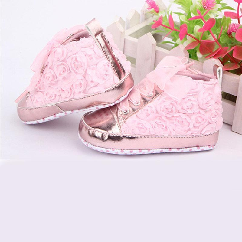 Hot Sale Barnskor Nya mode Småbarnsskor Rose Lace Soft Bottom Princess Höga Baby Girls Soft Sole Spjälsängskor First Walkers