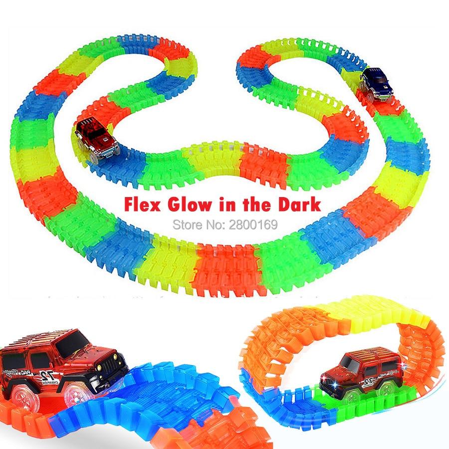 Fente DIY Roller Coaster Lueur piste de course Plier Flex Lueur dans la Sombre Assemblage Jouet Piste de Course 80/112/168/224 pcs avec 1 pc LED De Voiture