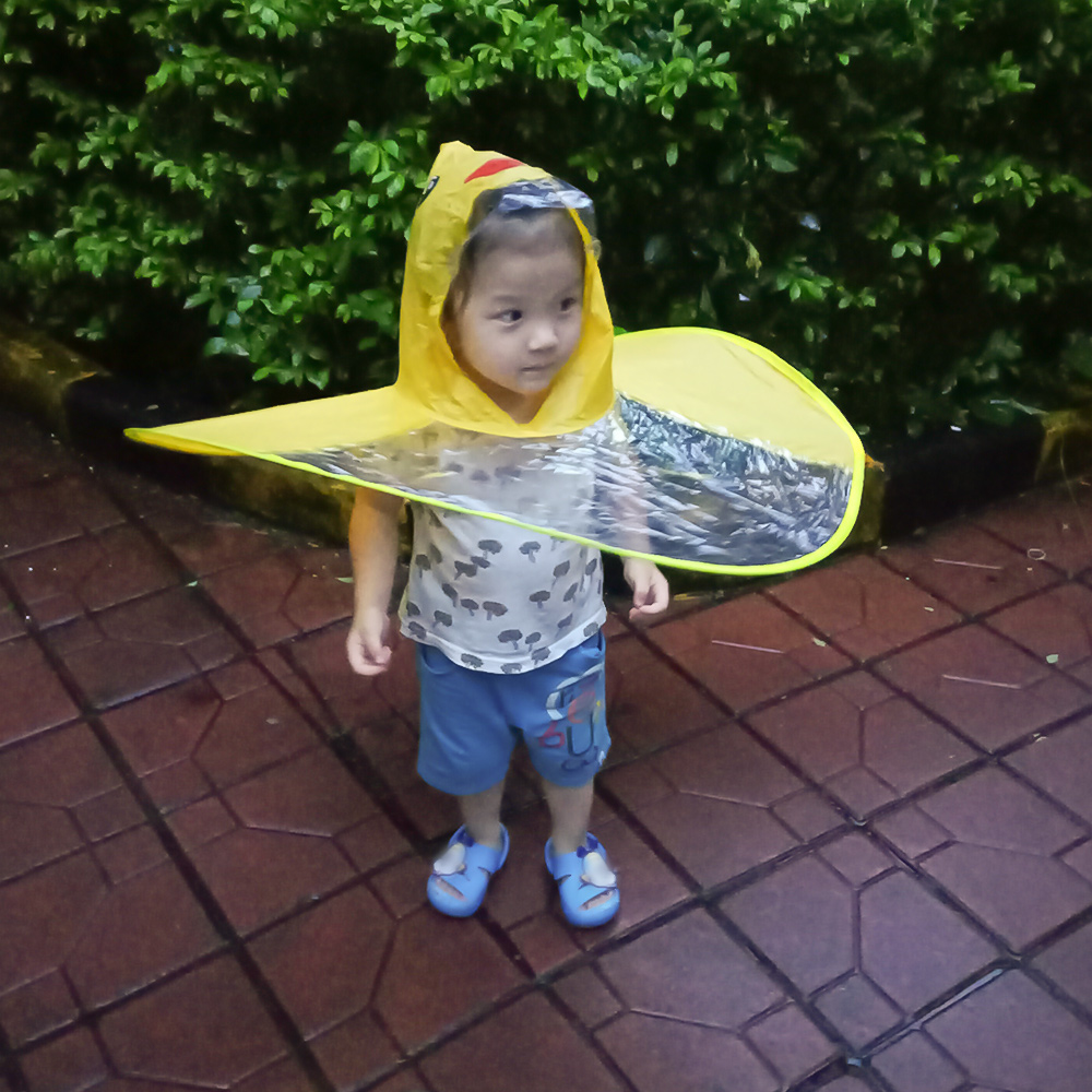 d8d9e421fbab2 Yellow Duck Kids Raincoat UFO Cap Umbrella Automatic Folding Umbrella  Children Hat Creative Raincoat Gift Student