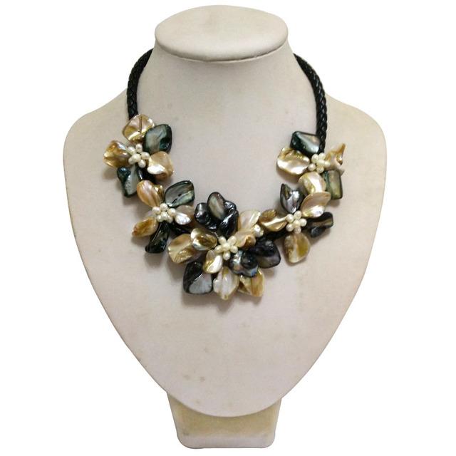 16 polegadas de couro Natural e cinco amarelo e preto Shell flor colar de pérolas brancas