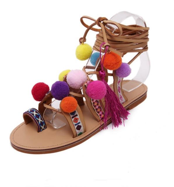 Mais o Tamanho 35-41 Mulher Pompom Étnica Boêmio Verão Sandálias Gladiador Romano Sapatos de Tiras Joelho Botas Altas Borla Bordado