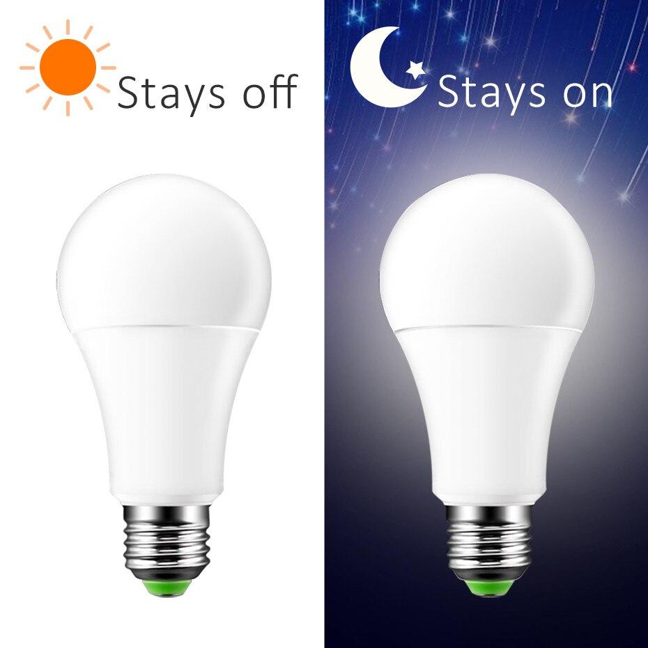 El más nuevo de 7 W 12 W Sensor de luz LED Bombilla E27 anochecer al amanecer LED luz inteligente B22 bombilla LED automática on/Off para el porche patio garaje jardín
