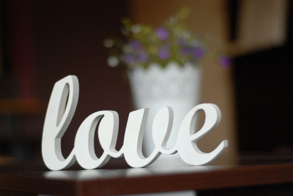 Free Shipping Love Sign Wooden Wall Decor Wedding Or Home Decoration Interior Signs Painted White Wood Letters