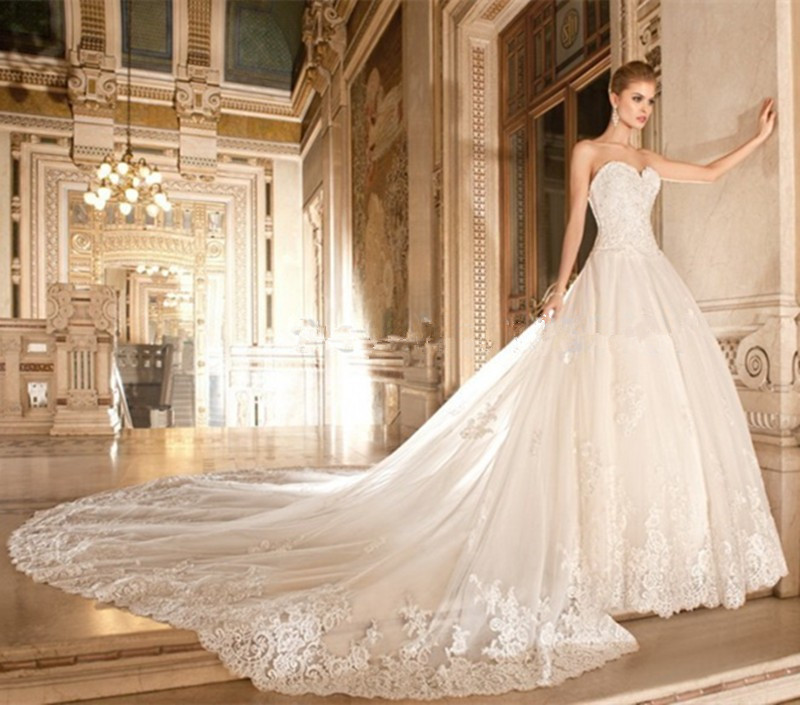 2018 Luxury Royal Sweetheart A Line Floor Length Cathedral Train Custom Made Lace Bridal Gown Mother Of The Bride Dresses