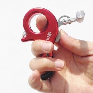 Image 4 - 3 Finger / 4 Finger Kostenloser Austausch Bogenschießen Verbindung Bogen Release Messing Alloy Thumb Grip Sattel Release Aids Fit Links rechte Hand