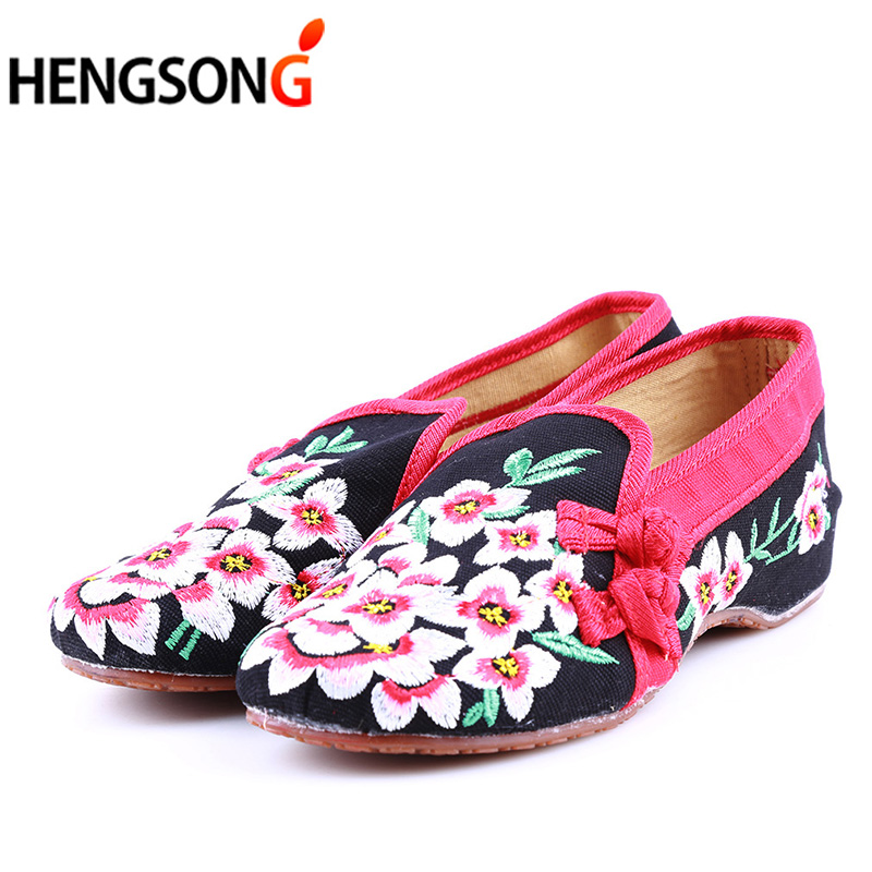 Ladies Old Peking Flower Shoes Women Casual Flats Shoes Peach Blossom Embroidered Cloth Clogs Shoes Super Soft Flats Girls vintage embroidery women flats chinese floral canvas embroidered shoes national old beijing cloth single dance soft flats