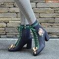 2017 Nova Moda Mulheres Praça Salto Alto Ankle Boots Senhoras Bordado flor Rendas até Botas Botas de Metal Gravata Borboleta Para A Mulher Tamanho 42