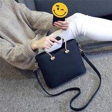 Freies verschiffen, 2017 neue frauen handtaschen, einfache mode klappe, koreanische version frau umhängetasche, metall handschlaufe umhängetasche.