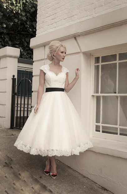 751ed42786 Krótkie Suknie Ślubne W Stylu Vintage Tea Długość Sash Linia Aplikacje  Organza Kaucyjna Rękawy Bridal Dress