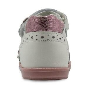 Image 4 - Apakowa/летние сандалии для девочек; Модная детская кожаная обувь принцессы на плоской подошве с цветочным принтом; Детская обувь; Поддержка арки; Европейские размеры 19 23