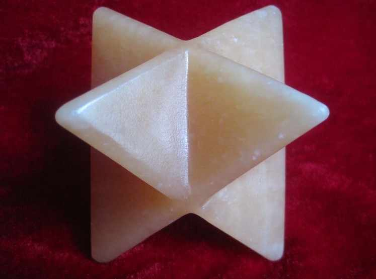 A * 358กรัมธรรมชาติเหลืองแจสเปอร์พลอยควอตซ์บิ๊กMerkabaดาวแกะสลักศิลปะ