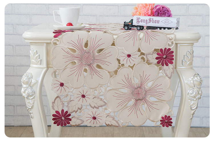 cutwork table runner (1)