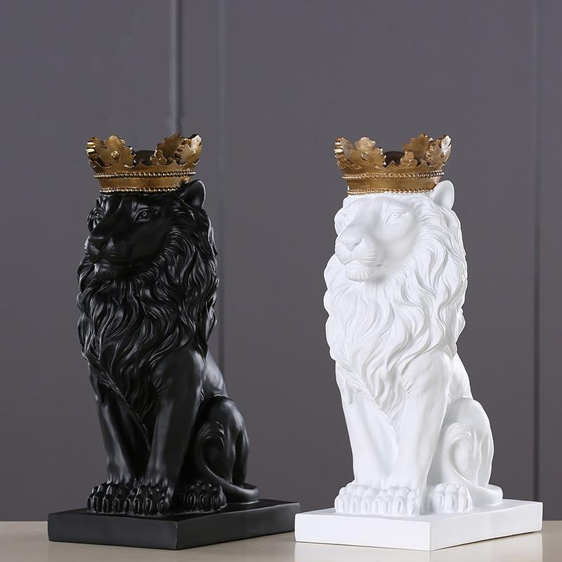 Ev ve Bahçe'ten Statü ve Heykelleri'de 4 renk yaratıcı altın taç aslan heykeli Modern reçine siyah/beyaz hayvan heykelcik ev dekorasyon masaüstü el sanatları heykel title=