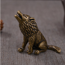 Mini Creative Vintage Copper Wolf Sitting Statue Animal Desk Decoration Ornament Sculpture Hand Toy Home Office Desk Decor Gift