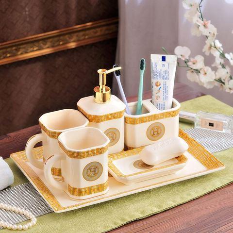Conjunto de Banheiro com Bandeja Escova de Dentes Boca para Chuveiro Seis Peças Sete Titular Cerâmica Loção Dispensador Sabão Prato Copos ou
