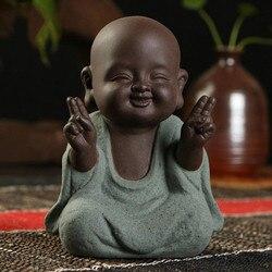 Estátuas de buda pequeno monge cor areia cerâmica casa clube geomantic decoração roxo estatueta chá pet