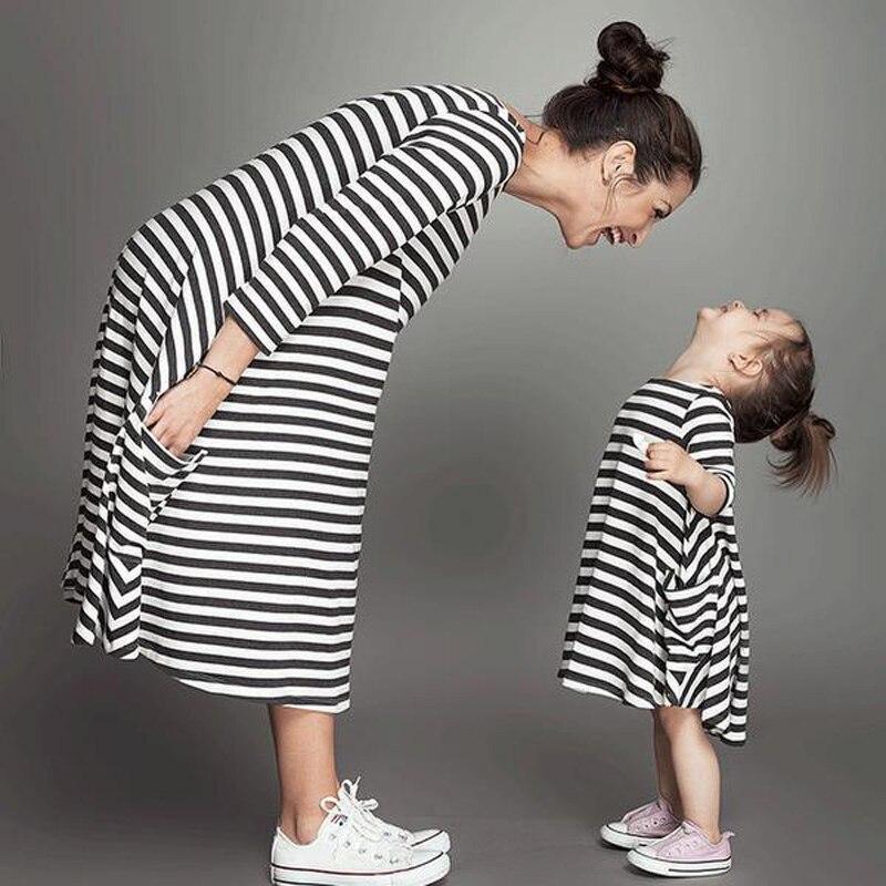 f0964a0512530 طفل فتاة فساتين جديدة 2017 الصيف الخريف أبيض أسود مخطط الرضع الفتيات ملابس  الأطفال اللباس vestidos الطفلية jurk DRE013
