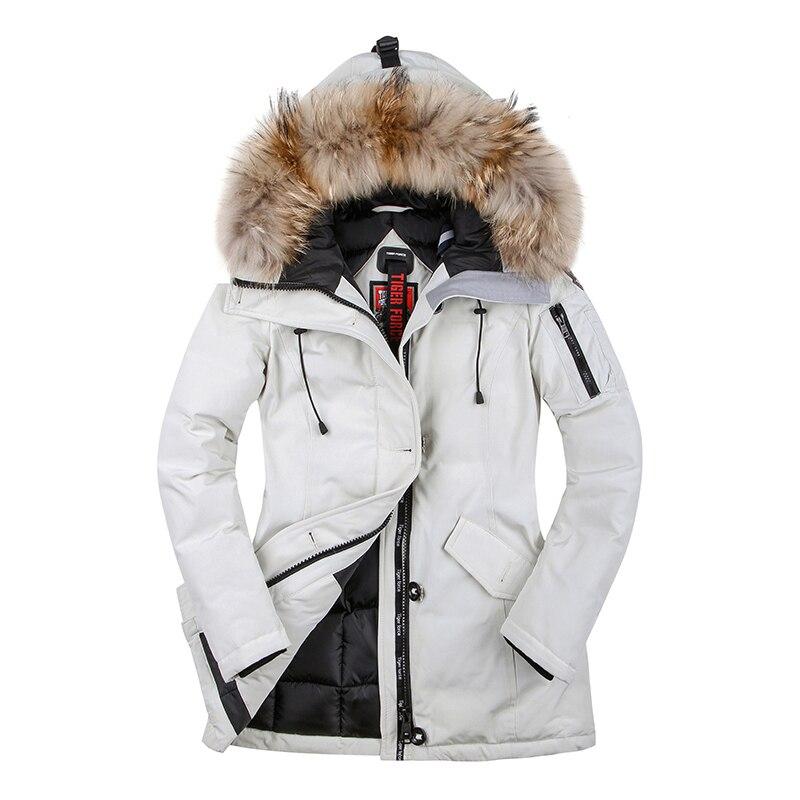 Tigre fuerza 2018 mujeres abrigo de invierno Parka Abrigo acolchado chaqueta de invierno de las mujeres tamaño europeo Real de piel de mapache Collar envío gratis