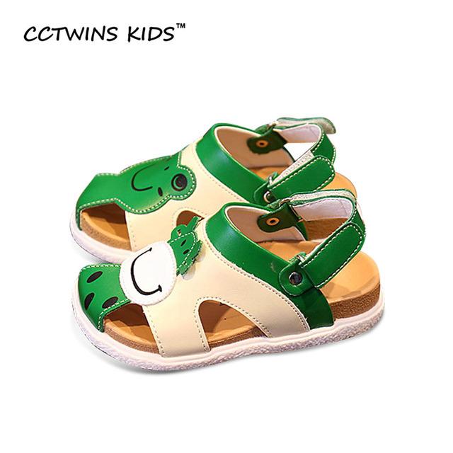 CCTWINS CRIANÇAS 2017 Verão Do Bebê Da Criança Sandálias Crianças Moda Dos Desenhos Animados de Couro Pu Oco Plana Sapato Marca Menina Praia Verde B691