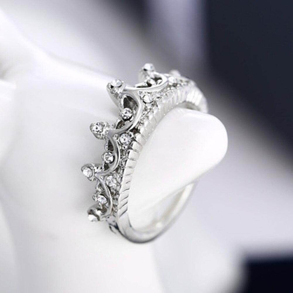 36f7b9fe7415 Moda reina corona de plata anillos para las mujeres Punk marca CRISTAL  joyería amor anillos Mujer Bijoux boda anillos de compromiso en Anillos de  Joyería y ...