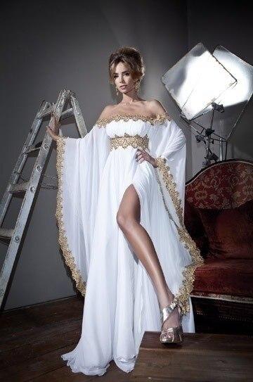 Белые платья с разрезом от бедра