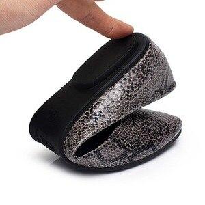 Image 5 - BEYARNE plus size35  41 nowych kobiet mieszkania moda wzór skóry węża płaskie buty kobieta obuwie damskie mokasyny