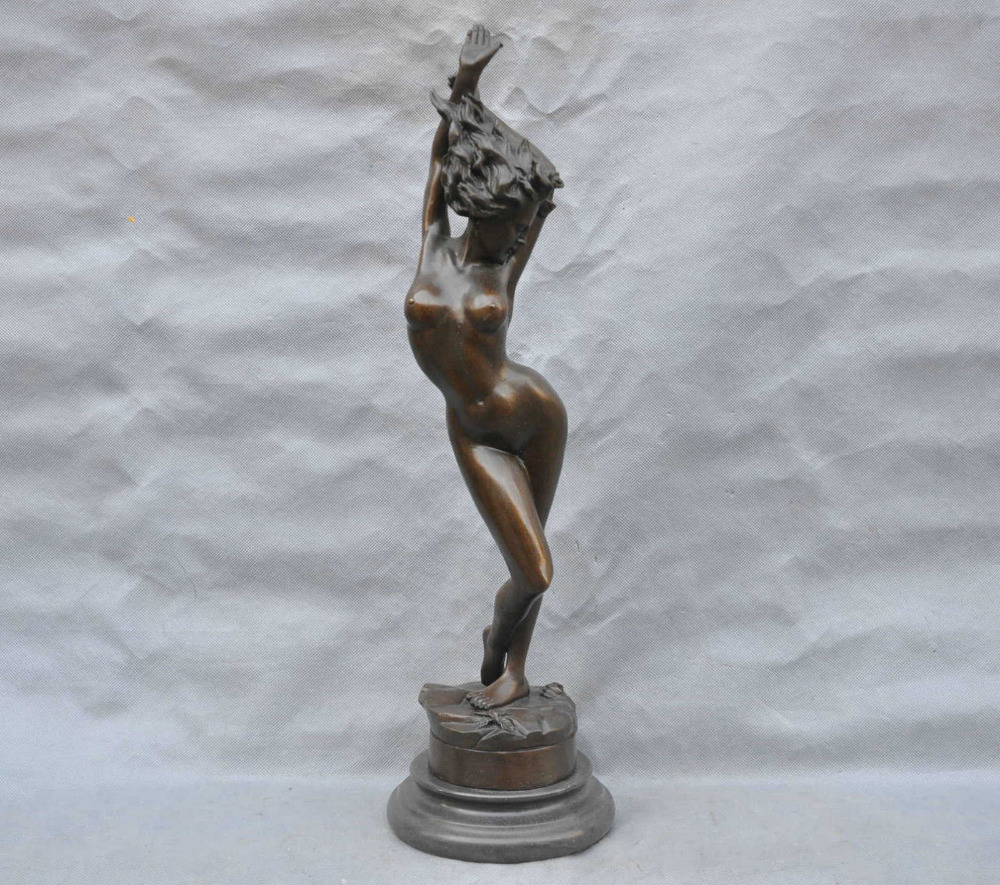 Naked sculpture of girls