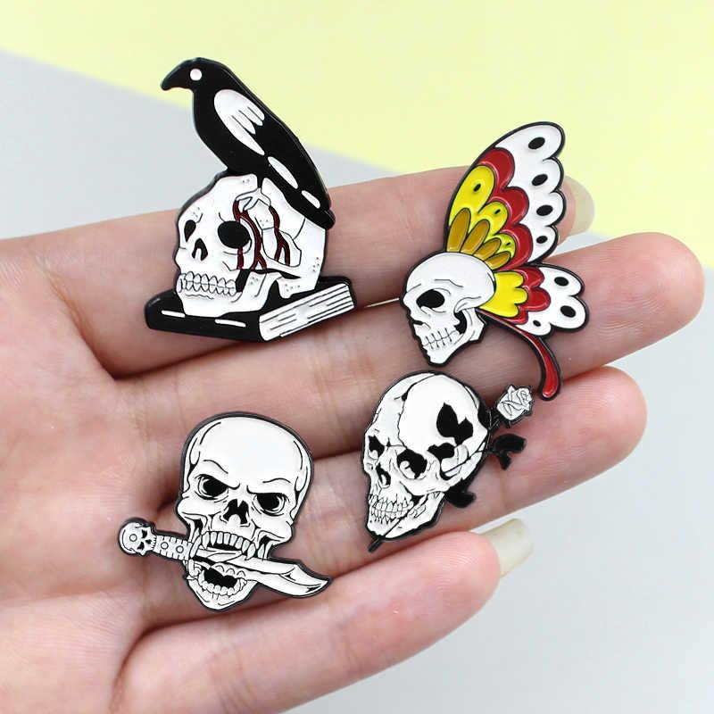 Zwart Witte Schedel skelet broche Vlinder. rose. mes. kraai Boek Schedel Liefde en Dood Pins Schedel Revers pin Badges Schedel Sieraden