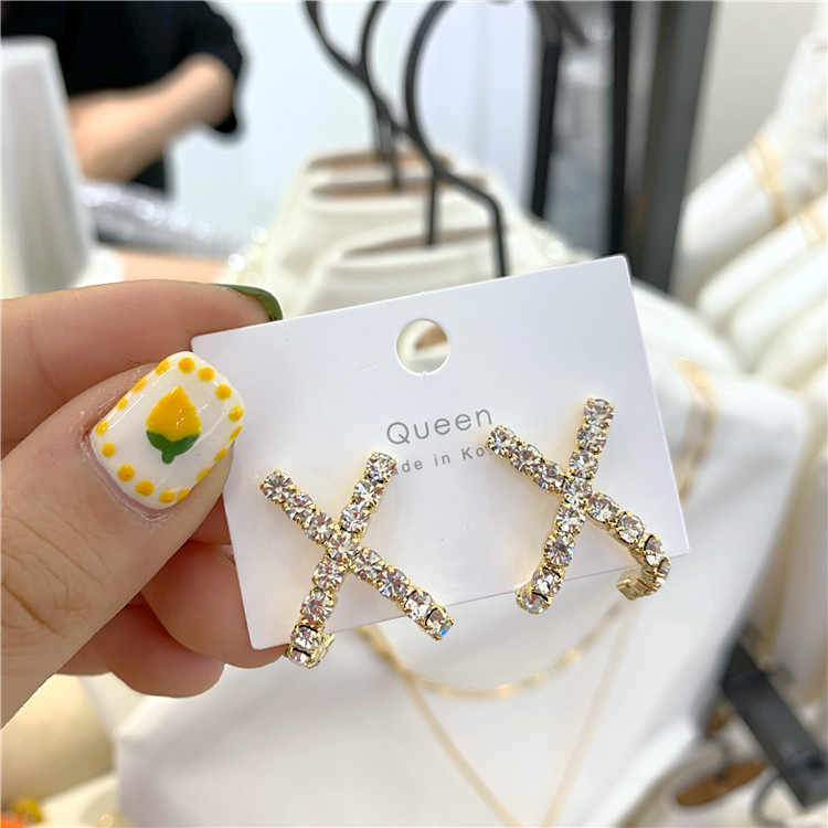 2019 New Arrival Geometric Crystal Women Classic Stud Earrings Cross Personal Ear Nails Fashion Jewelry Womens Accessories