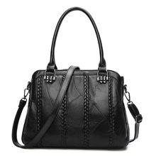 Winter 2017 New Street Trendy Leather  Stitching Sheepskin Single Shoulder Slant  Black Leisure Handbag