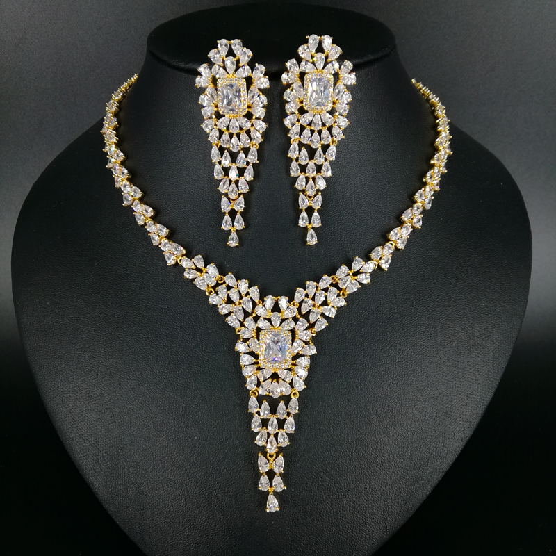 цена на 2018 NEW fashion luxury retro crystal v style zircon golden necklace earring set,wedding bride banquet dress dinner jewelry set