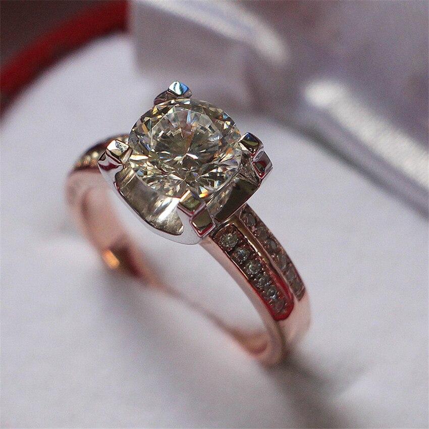 اللون الفصل 925 فضة خاتم الذهب الأبيض اللون شوكات وضع 1ct الاصطناعية الماس خاتم ذهبي-في خواتم خطوبة من الإكسسوارات والجواهر على  مجموعة 1