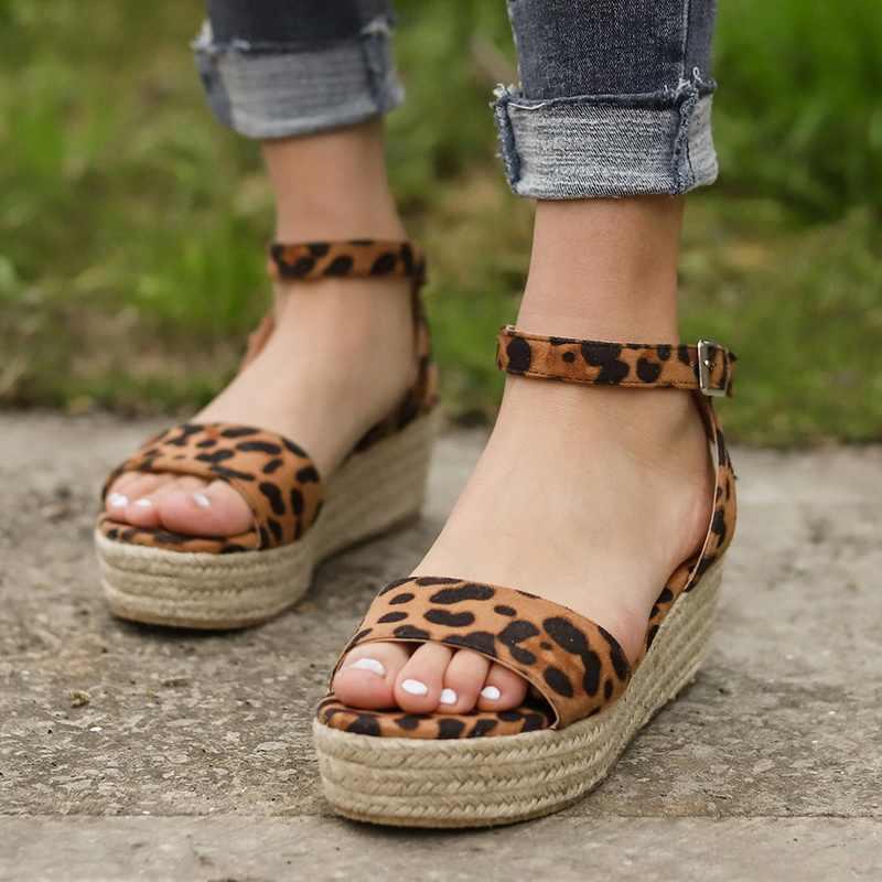 f5a4226592f57 WENYUJH Summer Platform Sandals 2019 Fashion Women Strap New Sandal ...