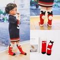 2016 Outono Bebê 1-10y Menina Joelho Meias Altas Novo design bibs Toddle Algodão Meias Mickey com bola peluda Crianças perna mais quentes c869